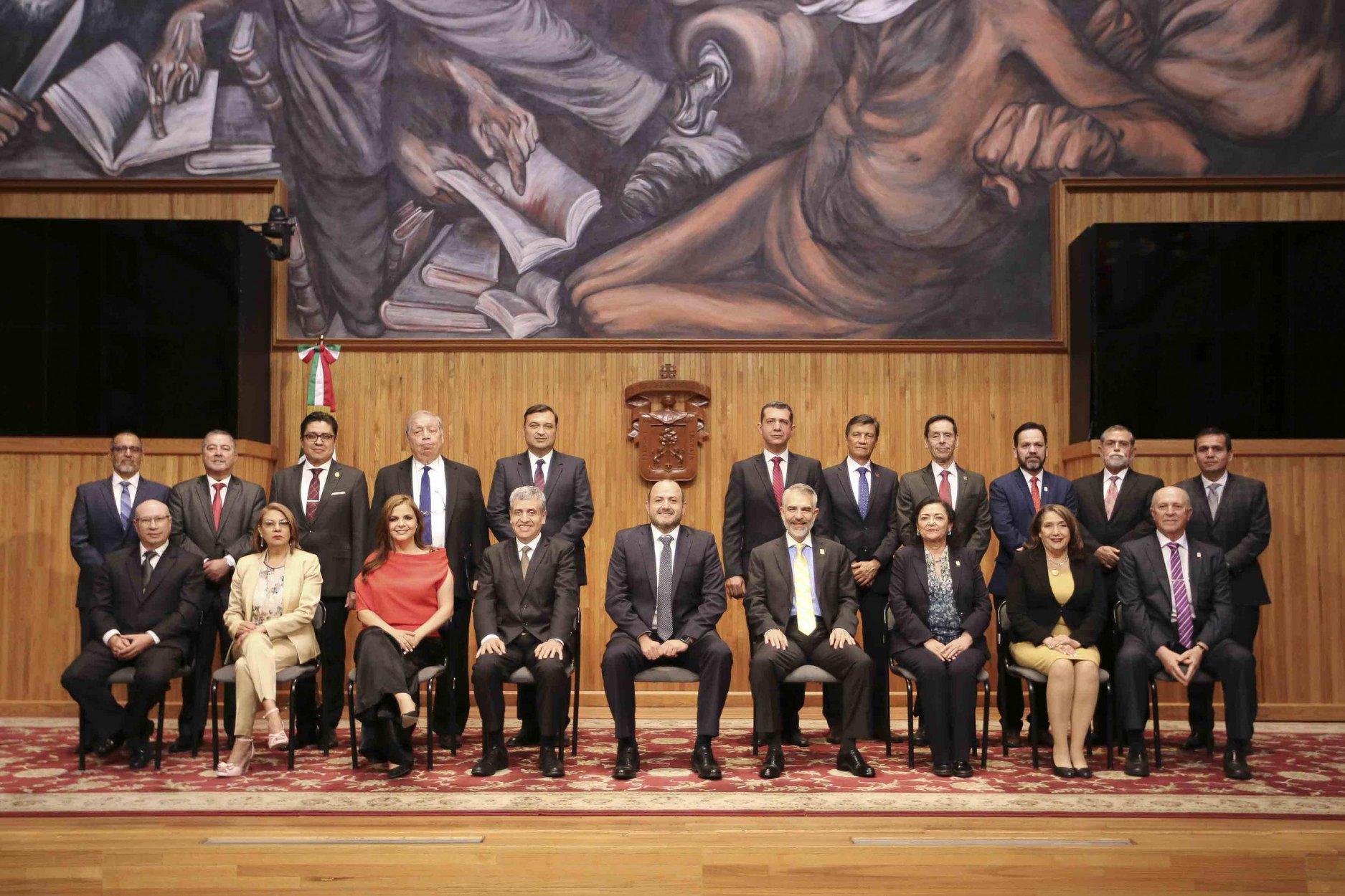 Rector General con rectores y directores de la UDG