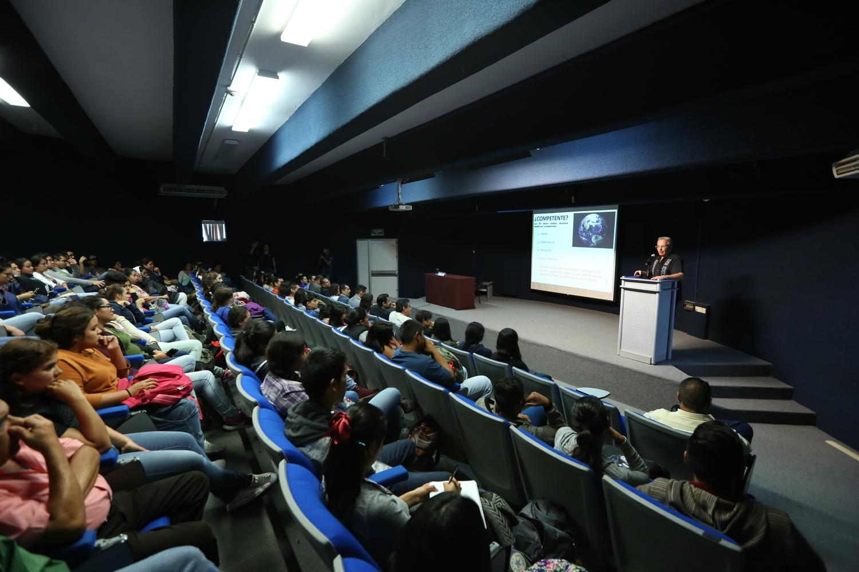 """Conferencia """"Estudiar turismo en una carrera acreditada, la neta ¿sirve?"""""""