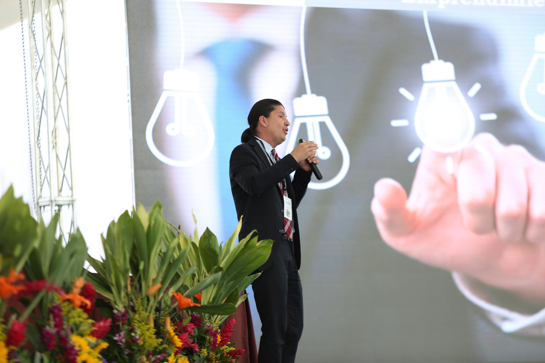 Alberto García durante su conferencia