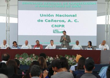 Capacitan a productores y dirigentes cañeros de la región Valles