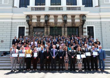 Representantes de los centros universitarios  cuyos programas fueron reconocidos