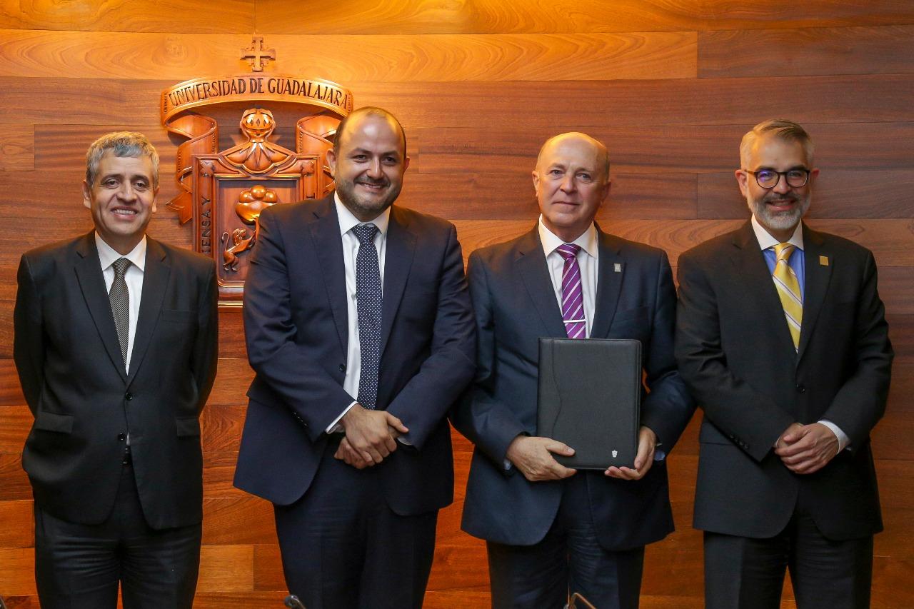 Doctor Miguel Ángel Navarro Navarro con Rector General, Vicerrector y Secretario General de la UdeG